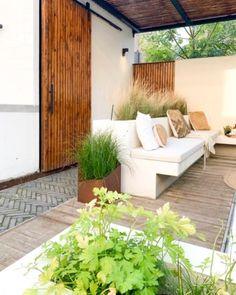 Buitenkijker: de superleuke stadstuin mét prachtige buitenkeuken van Angelique - Eigen Huis en Tuin Outdoor Sofa, Outdoor Furniture, Outdoor Decor, Plunge Pool, Garden Inspiration, Outdoor Gardens, Backyard, Exterior, Places
