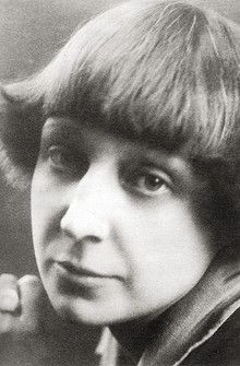 One of the most original and sincere Russian poets of the century, Marina Tsvetaeva used her own complex personality and feelings as her primary source of inspiration. Russian Poets, Writers And Poets, Russian Beauty, Book Writer, World Of Books, Great Women, Science, Rare Photos, Good People