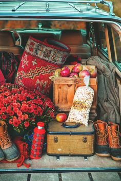 Some of my favorite stuff happens in the Fall - mums, boots, apples, kettle corn, farmer's market, flannels & jackets...