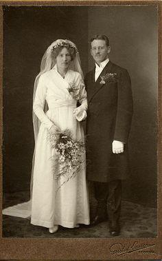 Vintage Wedding Photos, Vintage Bridal, Wedding Pics, Wedding Couples, Wedding Bride, Wedding Styles, Vintage Weddings, Lesbian Wedding, Wedding Menu