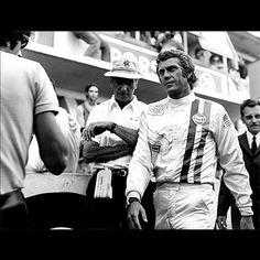 "Steve McQueen on the set of the movie ""Le Mans"" © Photo by: Lion André de Lourmel Le Mans Steve Mcqueen, Grand Prix, Steeve Mac Queen, Film Le, Man Photo, Sport, Old Movies, Race Cars, Sexy Men"
