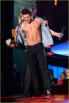 Here Are More Zac Efron Shirtless Photos, Because Why Not! | more zac efron shirtless photos mtv movie awards 2014 03 - Photo