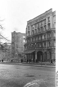 1945 Berlin - Hotel Kaiserhof, Wilhelmplatz 3-5 (Foto:Bundesarchiv Bild 183-J31330). ☺