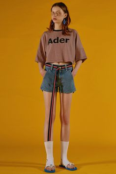 Contemporary Korean fashion label ADER Error Spring / Summer Collection featuring bold colors and fun digital prints that keep streetwear fun. Fashion Poses, Fashion Outfits, Womens Fashion, Fashion Trends, Fashion Fashion, Runway Fashion, Estilo Geek, Mode Cool, Look Retro
