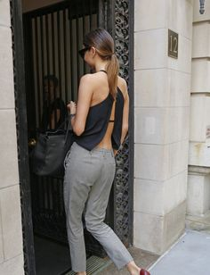 Miranda Kerr Dazzles Us in Swarovski Behind the Scenes Clip - Watch Now: Photo Miranda Kerr bares her back while walking back to her apartment on Friday (July in New York City. Estilo Miranda Kerr, Miranda Kerr Style, Look Street Style, Street Chic, Estilo Rock, Inspiration Mode, Looks Style, Mode Style, Her Style