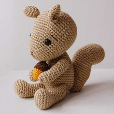 Simon the Squirrel amigurumi pattern by Pepika
