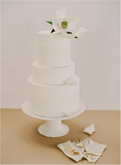 #white wedding cake