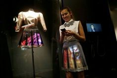 CuteCircuit Makes The World's First Smart Dress Made Of #Graphene