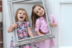Kids photo ideas. No matter how many times I see it, I will never stop loving the photo frame idea.