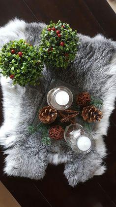 Tafeldecoratie met vacht voor kerst