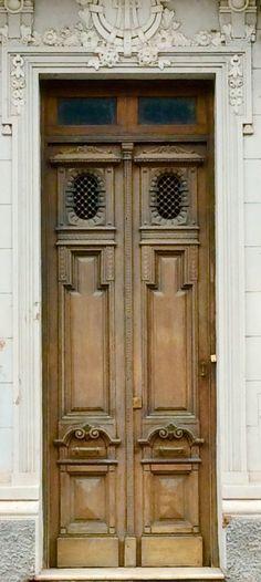 Puerta antigua del edificio Fasardi de Asunción