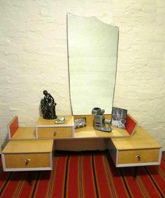 Vintage 1960's lowline dresser 3 drawers with Mirror Atomic Retro display