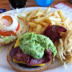 Guacamole and Bacon Burger at Spur Steak Ranches, South Africa. Restaurant Reservations, Places To Eat, Fine Dining, Guacamole, Free Food, South Africa, Hamburger, Steak, Bacon