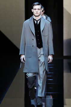 http://www.vogue.com/fashion-shows/fall-2017-menswear/giorgio-armani/slideshow/collection