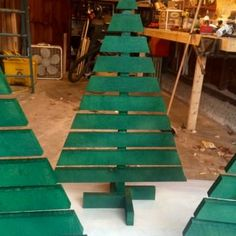 Projects Pallet Christmas Trees Pallet Home Accessories More - Made these to give to my friends. Wooden Christmas Trees, Rustic Christmas, Christmas Lights, Christmas Holidays, Christmas Ornaments, Christmas Island, Antique Christmas, Christmas Tree From Pallets, Christmas Tree Ideas For Small Spaces