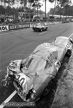 1966 Accident de la Ferrari 330P3 de Scarfiotti / Parkes