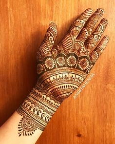 Find and explore latest Dulhan mehndi designs for legs and hands. More than 25 beautiful Bridal mehendi designs images available here. Latest Bridal Mehndi Designs, Full Hand Mehndi Designs, Legs Mehndi Design, Henna Art Designs, Mehndi Designs 2018, Mehndi Designs For Girls, Modern Mehndi Designs, Mehndi Design Pictures, Wedding Mehndi Designs