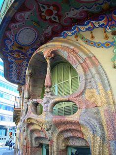 Casa Comalat (façana del c. Còrsega, 316, Barcelona)