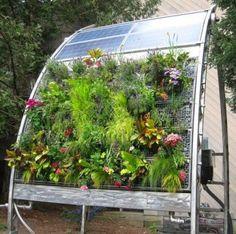 Tiny House Tiny Garden: Maximizing space through design. Solar panels above vertical garden below. Aquaponics System, Vertical Hydroponics, Hydroponic Gardening, Container Gardening, Organic Gardening, Gardening Tips, Aquaponics Plants, Hydroponics Setup, Aquaponics Greenhouse