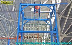 Vận thang nâng hàng cho sàn kho công ty Oriflem VN