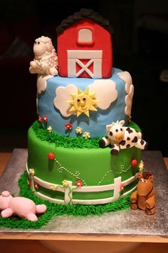 Barn animal cake//Luke pointed this one out while I was looking for ideas for his birthday cake. Mom's not that talented, buddy, but I may be able to do some of the stuff on this one. :)
