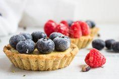 Tartellette alla crema di pistacchi con frutti di bosco Your Recipe, Fun Desserts, Caramel, Almond, Cheesecake, Cookies, Spreads, Sweet, Recipes
