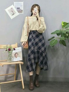 Korean Fashion Trends you can Steal – Designer Fashion Tips Seoul Fashion, Korea Fashion, Vogue Fashion, 80s Fashion, Asian Fashion, Girl Fashion, Fashion Outfits, Fashion Design, Korean Fashion Trends
