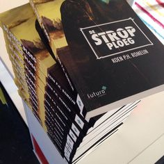 Het boek 'De Strop Ploeg' is het scifi-debuut van Koen Romeijn. Het is een spannend en meeslepend verhaal over de wispelturige Evan die zich niet thuisvoelt in de volledige geïsoleerd zwevende metropool Nieuw Pangea. #destropploeg #koenromeijn #futurouitgevers #scifi