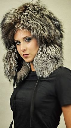 Be breathtaking with this fashionable hat! AMIFUR ACCESSORI PELLICCIA 4d908bac957a