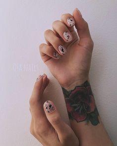 Pin by Ane on Odjeća - styling in 2019 Love Nails, Fun Nails, Pretty Nails, Classy Nails, Stylish Nails, Splatter Nails, Nail Tattoo, Nail Art, Hair Skin Nails