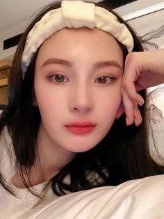 Korean Boy Hairstyle, Makeup Korean Style, Russian Boys, Ethereal Beauty, Cute Girl Face, Bad Girl Aesthetic, Boy Hairstyles, Ulzzang Girl, Girls Girls Girls