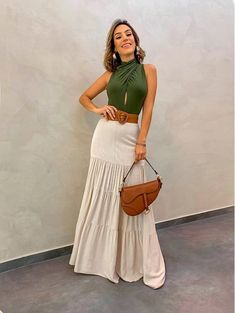 Saia Longa Linho Marina Bege--love the skirt, color comb. But different style top. Modest Fashion, Boho Fashion, Fashion Dresses, Womens Fashion, Summer Outfits, Casual Outfits, Cute Outfits, Beautiful Outfits, Long Skirt Looks