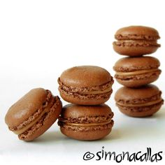 Chocolate French Macarons - I love macarons, like everybody. These little, delicious, classy jewels, beautiful colored, are a royal pampering