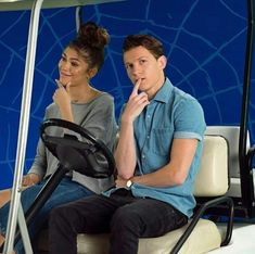 Tom Holland and Zendaya teamed up to host a Disney Channel special called A Fan's Guide to Spider-man: Homecoming. Here is what we learned. Marvel Actors, Marvel Dc, Marvel Comics, Tom Holland Zendaya, Dilan O Brien, Bff, Tom Holland Peter Parker, Fotos Goals, Zendaya Coleman