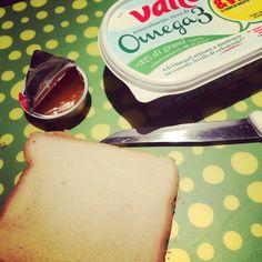 Pane e Marmellata! Tutta la semplicità racchiusa fra due fette di pancarrè...ed in un nano secondo ritorni bambino! Adoro! ❤️