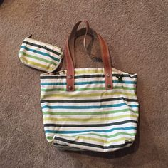 American Eagle beach bag AE beach bag with small detachable coin purse. Great condition, however could use washing. Some spots noticed on bag from use on the beach. American Eagle Outfitters Bags Totes