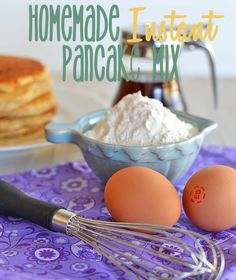 This homemade instant pancake mix makes whipping up breakfast a snap - plus, no preservatives like those boxed mixes! #recipes #pancakes Pancake Mix Ingredients, Crepes, Macarons, Homemade Pancakes, Homemade Breakfast, What's For Breakfast, Perfect Breakfast, Brunch Recipes, Breakfast Recipes