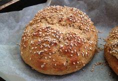 Whole grain hamburgerbuci Healthy Baking, Healthy Recipes, Canapes, How To Make Bread, Bread Baking, Hamburger, Bakery, Paleo, Food And Drink