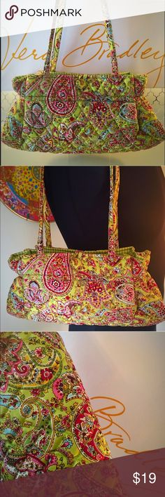 ⭐️VERA BRADLEY SHOULDER BAG 💯AUTHENTIC VERA BRADLEY SHOULDER BAG 100% AUTHENTIC . SUCH A BEAUTIFUL BAG! WONDERFUL CONDITION. A AMAZING SHOULDER BAG PERFECT FOR ANY WOMAN. ONE INTERIOR WALL POCKET. THE BAG MEASURES 13 INCHES WIDE BY 7 INCHES TALL. THE SHOULDER STRAPS HAVE A 9.5 INCH DROP Vera Bradley Bags Shoulder Bags
