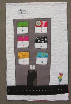 House quilt by syko Kajsa House Quilt Block, House Quilts, Fabric Houses, Quilt Blocks, Fabric Postcards, Creative Textiles, Patch Quilt, Fabric Art, Fabric Crafts