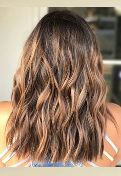 Enhance your beauty with wonderful brown hair color along with golden blonde ombre highlights 2017 One of the best ways to get an amazing chic look. Hair Color 2017, Ombre Hair Color, Blonde Ombre, Cool Hair Color, Brown Hair Colors, Ombre Highlights, Golden Highlights Brown Hair, Golden Blonde Hair, Short Brown Hair