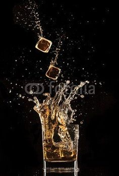 Jag_cz, Splashing whiskey (alkohol, whisky, bernstein, hintergrund, schwarz…