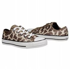 Converse Giraffe Women's C T AS Spec Ox Shoe.dani would love Cute Giraffe, Giraffe Print, Sock Shoes, Cute Shoes, All About Shoes, Chuck Taylor Sneakers, Cute Fashion, Chuck Taylors, Girly Things