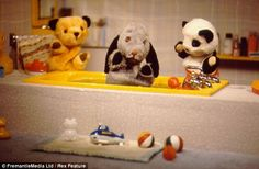 The Sooty ( and Sweep ) Show, communication through Silence, Squeaks or Physical violence with a tiny implement 2000s Kids Shows, Kids Tv Shows, 1970s Childhood, My Childhood Memories, Sunday Morning Show, Rainbow Brite, Watch Tv Shows, Classic Tv, My Memory