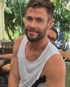 Chris Hemsworth Movies, Chris Hemsworth Thor, Face Shape Hairstyles Men, Gents Hair Style, Hemsworth Brothers, Australian Actors, Man Thing Marvel, Chris Evans, Haircuts For Men