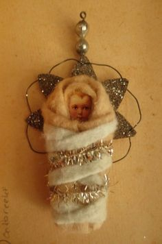 Hush little baby dont you cry, mama s gonna sing you a lullaby. Antique Christmas Ornaments, Christmas Snowflakes, Handmade Christmas, Christmas Crafts, Christmas Stuff, Xmas, Primitive Santa, Cotton Crafts, Pine Cone Crafts