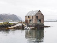 On an island amidst the waters of a Norwegian fjord, Oslo-based architect Knut Hjeltnes has designed a unique holiday home. Oslo, Norwegian House, Journal Du Design, Lakefront Property, Weekend House, Fjord, Boat Plans, Rustic Design, Cottage
