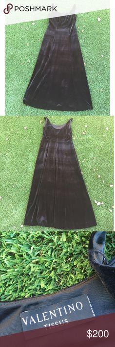 Valentino tissus velvet dress This black velvet maxi dress is so elegant. Velvet Valentino fabric valentino tissus Dresses Maxi