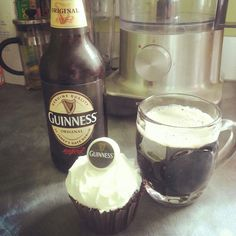 Chocolate and Guinness cupcakes! Nigella Lawson's recipe with a few tweaks. Nigella Kitchen, Guinness Cupcakes, Food And Thought, Nigella Lawson, Feeling Hungry, Beer Bottle, Sweet Treats, Pie, Yummy Food