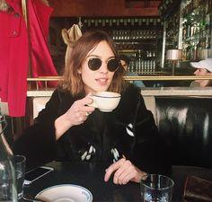 Just Alexa Chung — by Brianna Lance Daily Alexa Chung, Alexa Chung Style, Alexa Alexa, Jeanne Damas, Marion Cotillard, Blake Lively, Kate Moss, Fashion Gone Rouge, Pelo Pixie